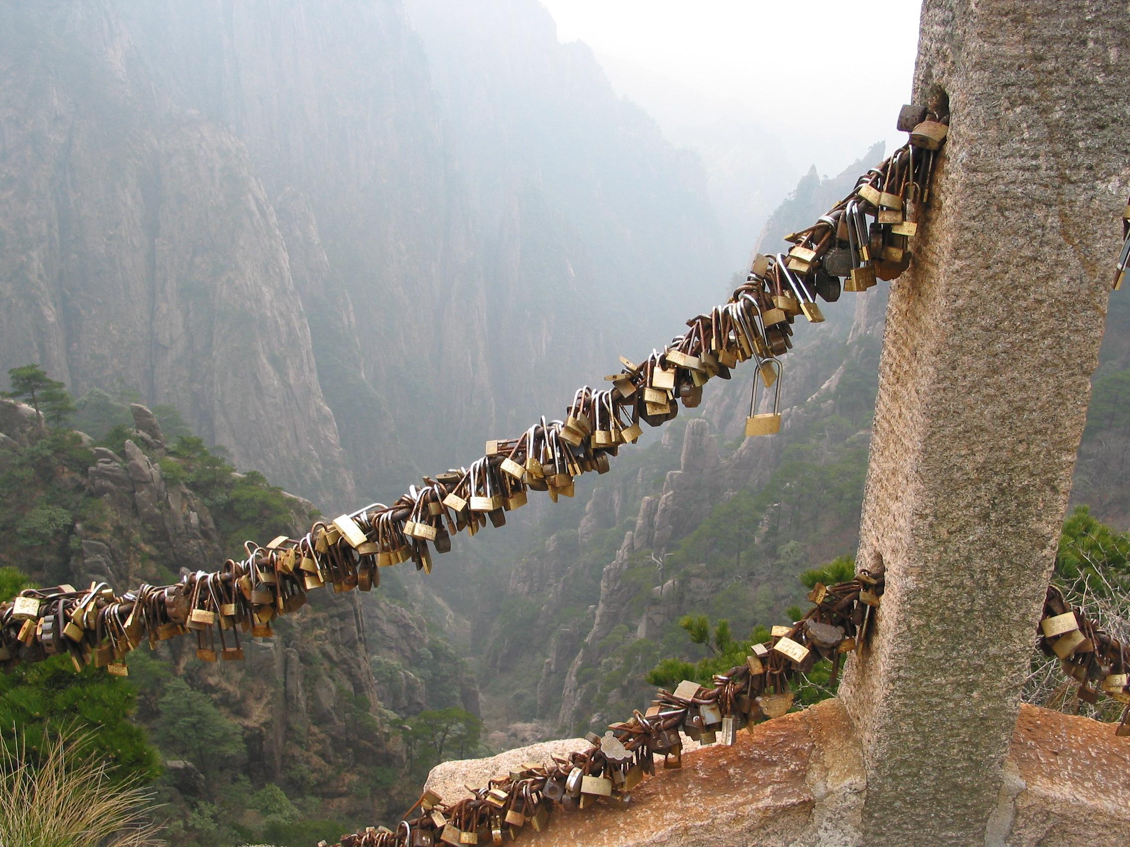the_locks_sealed_on_huangshan