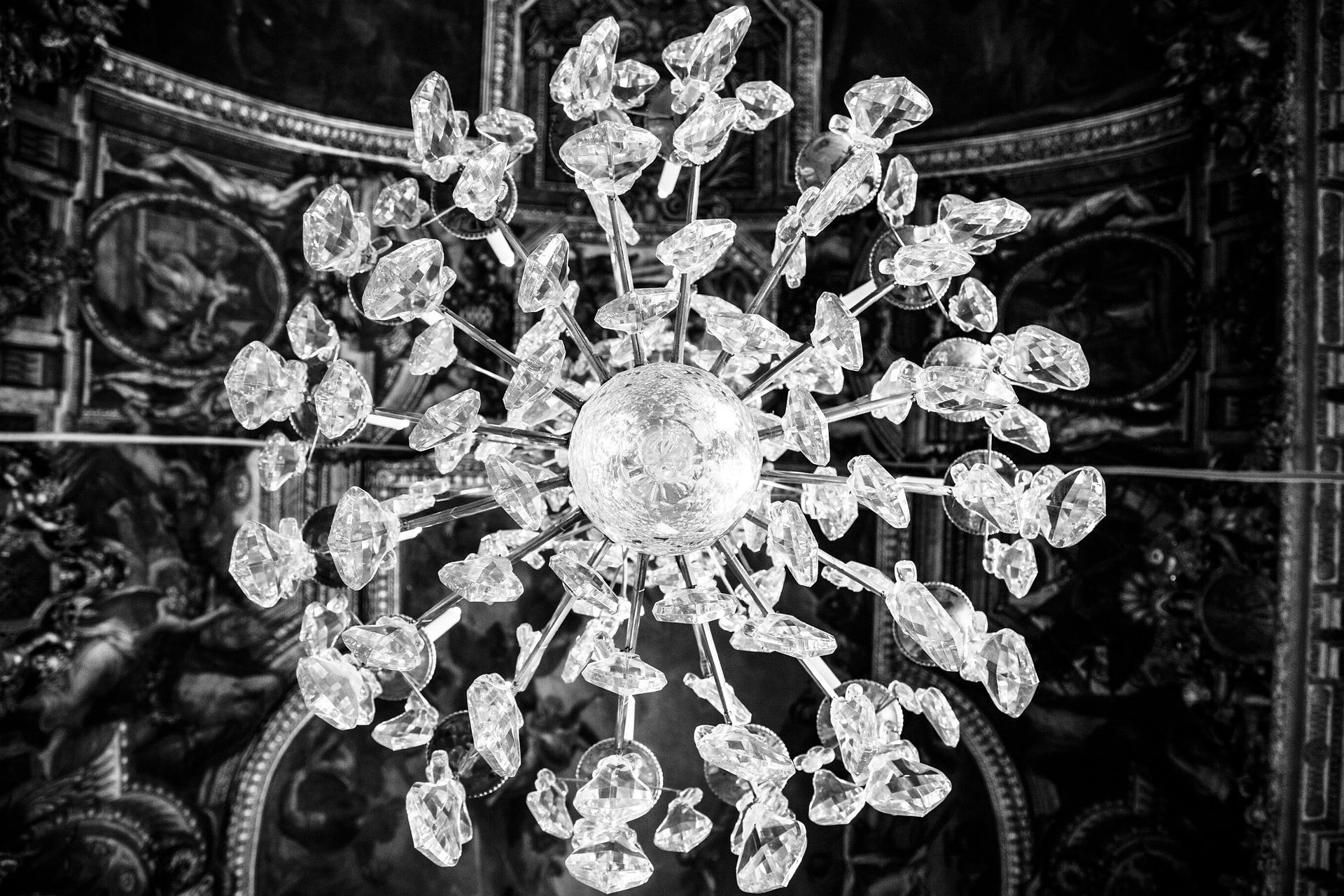 chandelier-203510_1920