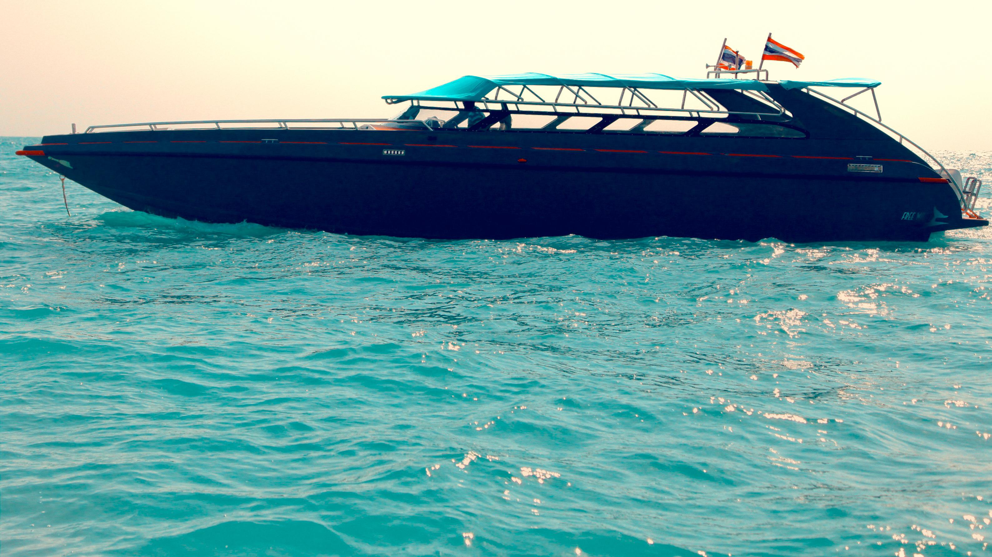 1aa42-02_phuket-speed-boat-tour-holiday-vacation-phuket-free-willy-luxury-speed-boat-charter-phuket-thailand-hi-picture-boat