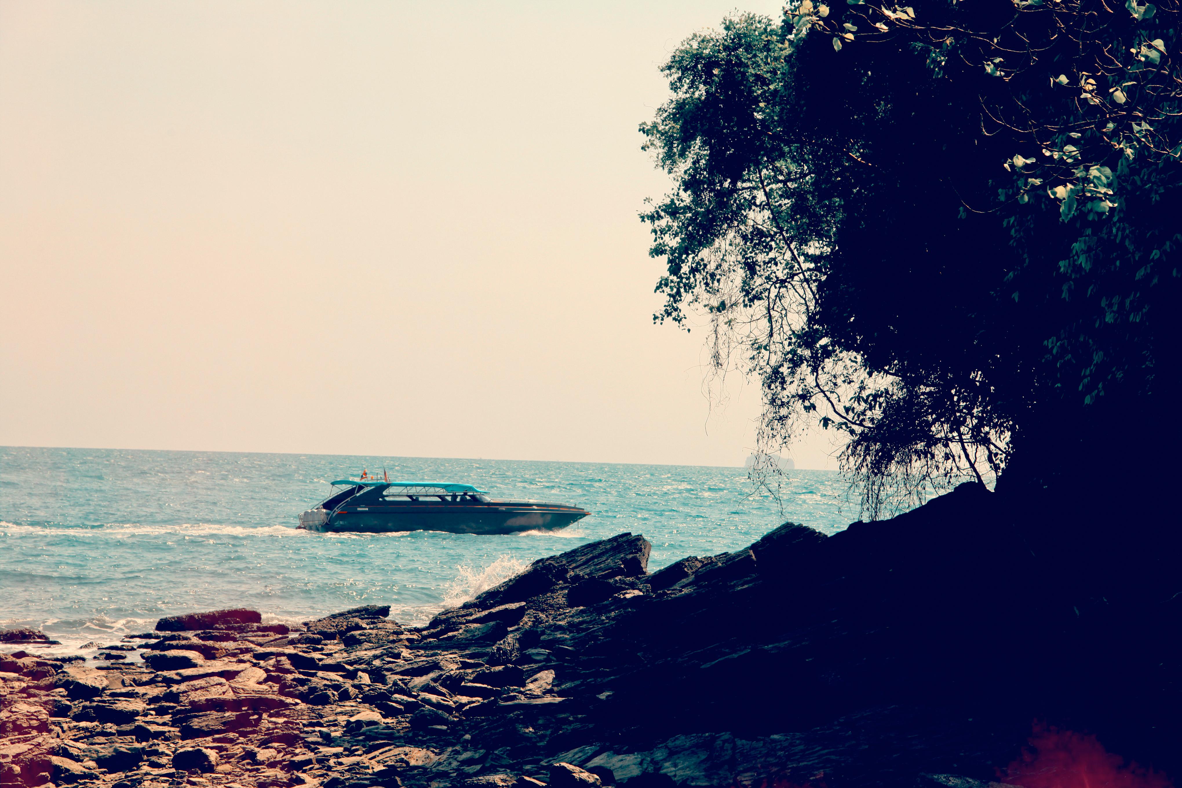 4b00d-06_phuket-speed-boat-tour-holiday-vacation-phuket-free-willy-luxury-speed-boat-charter-phuket-thailand-hi-picture-boat