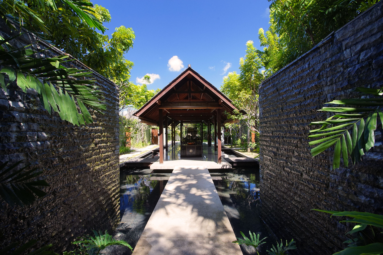 the-amala-bamboo-restaurant-entrance