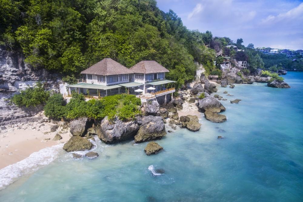 4-bedrooms-beachfront-villa-in-labuan-sait-pecatu-sdr4106-1