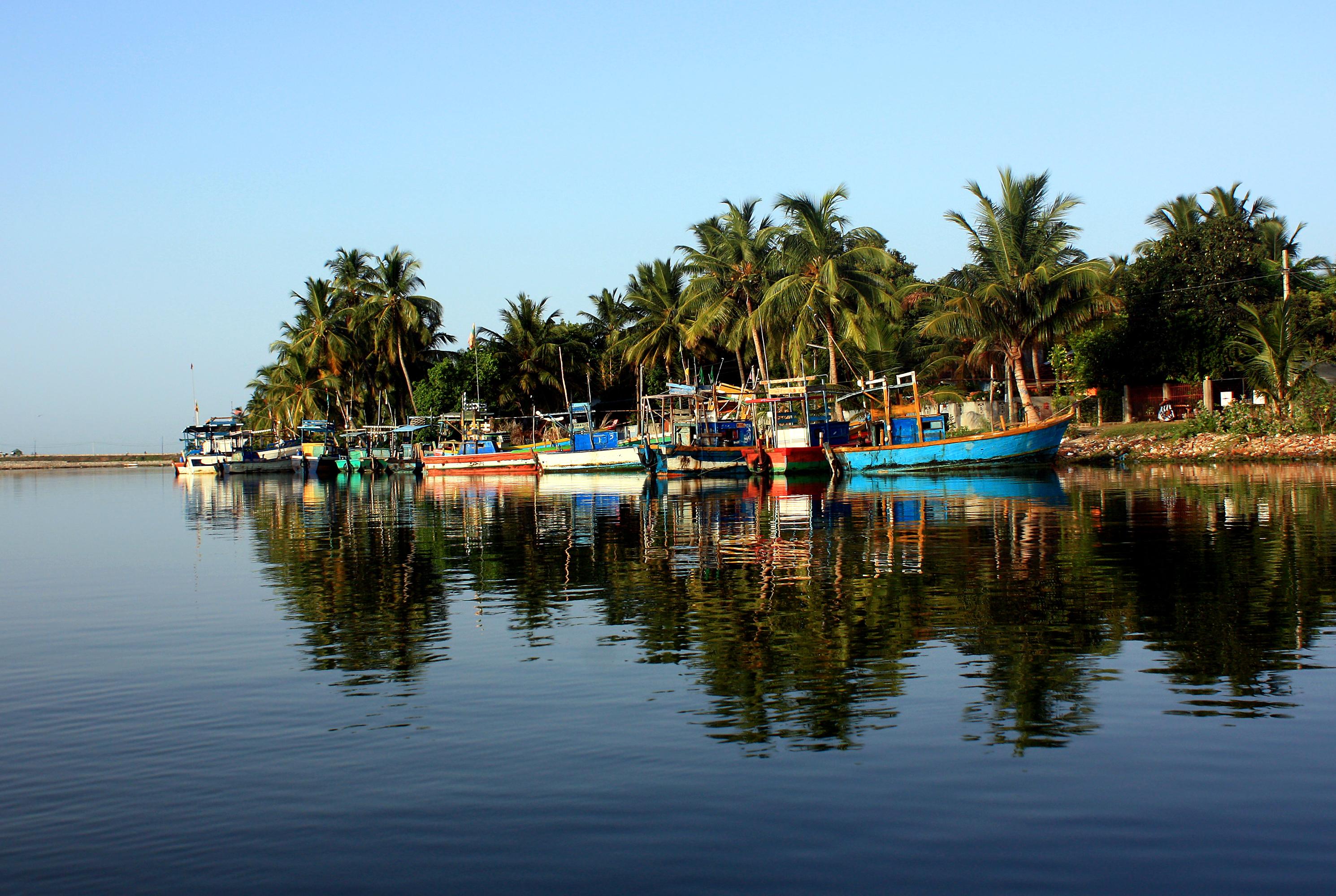 batticaloa_lagoon_fishing_boats-2
