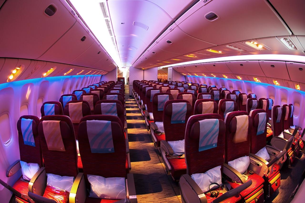 boeing_777-2dz-lr_qatar_airways_an2100434