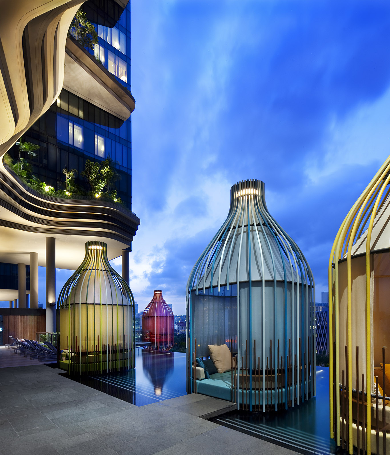 facilities_dedicated-wellness-floor_verticalpool-cabanas_photo-credit-patrick-bingham-hall