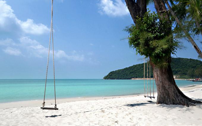 lipa noi kid-friendly beach in thailand