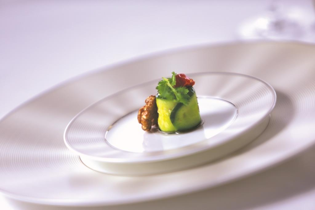 3-first-class-tableware-by-nikko