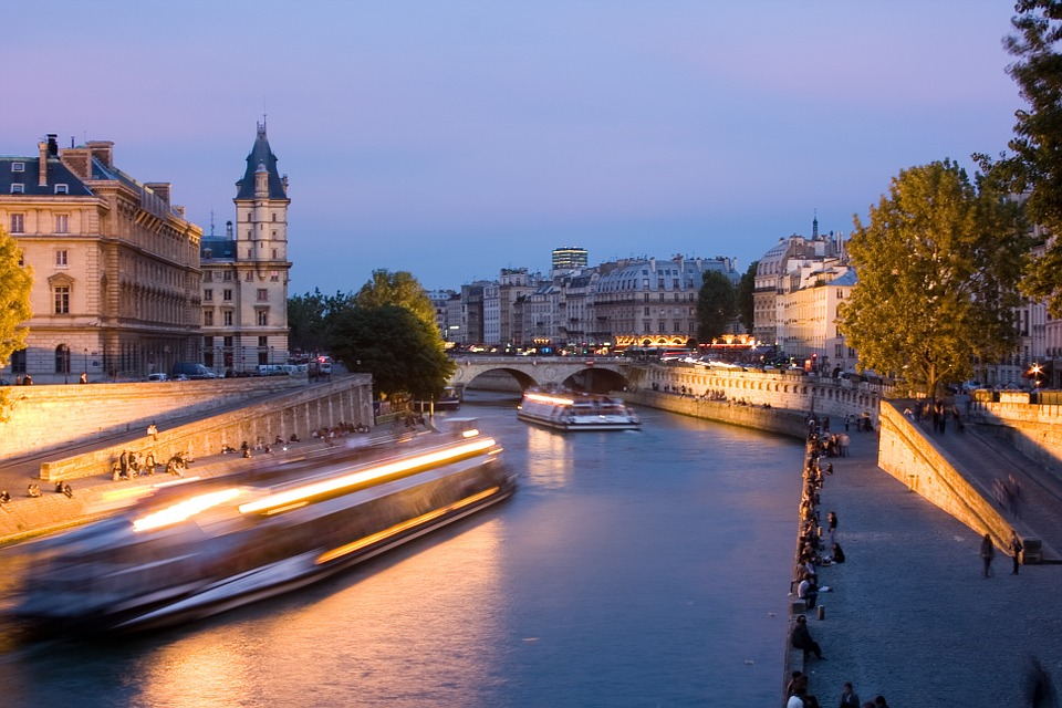 paris-813238_960_720