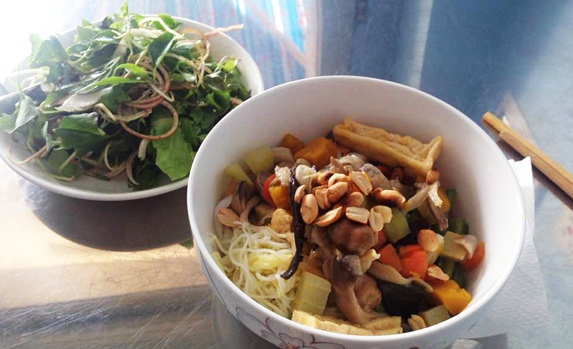 da_nang_delectable_dishes-_photo_of_mi_quang_by_amy_lewis