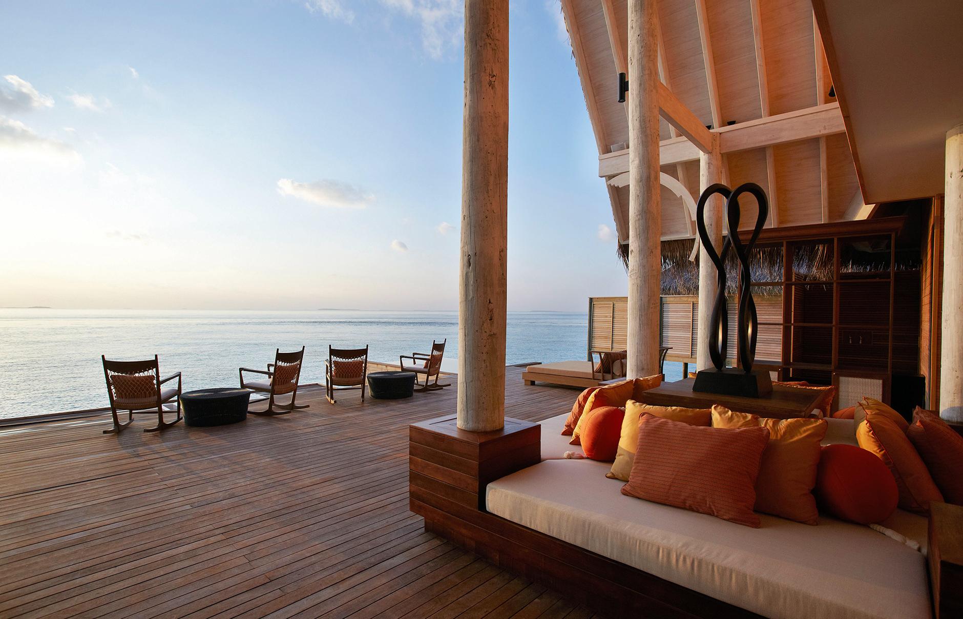 hi_akih_61616889_anantara_kihavah_villas_spa_relaxation_deck_ocean_view