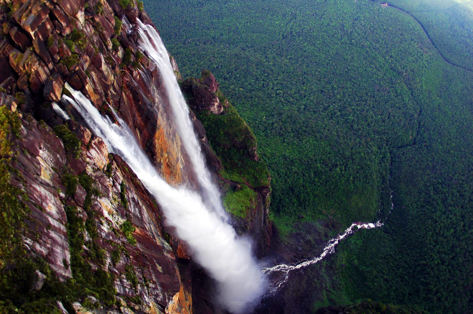 angel_falls_in_venezuela